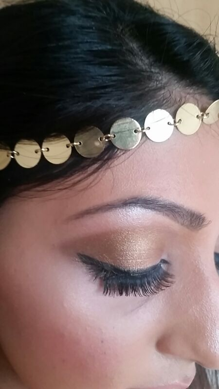 gold acessories and golden makeup